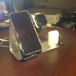 ワイヤレス充電対応のiPhoneスタンドカバー